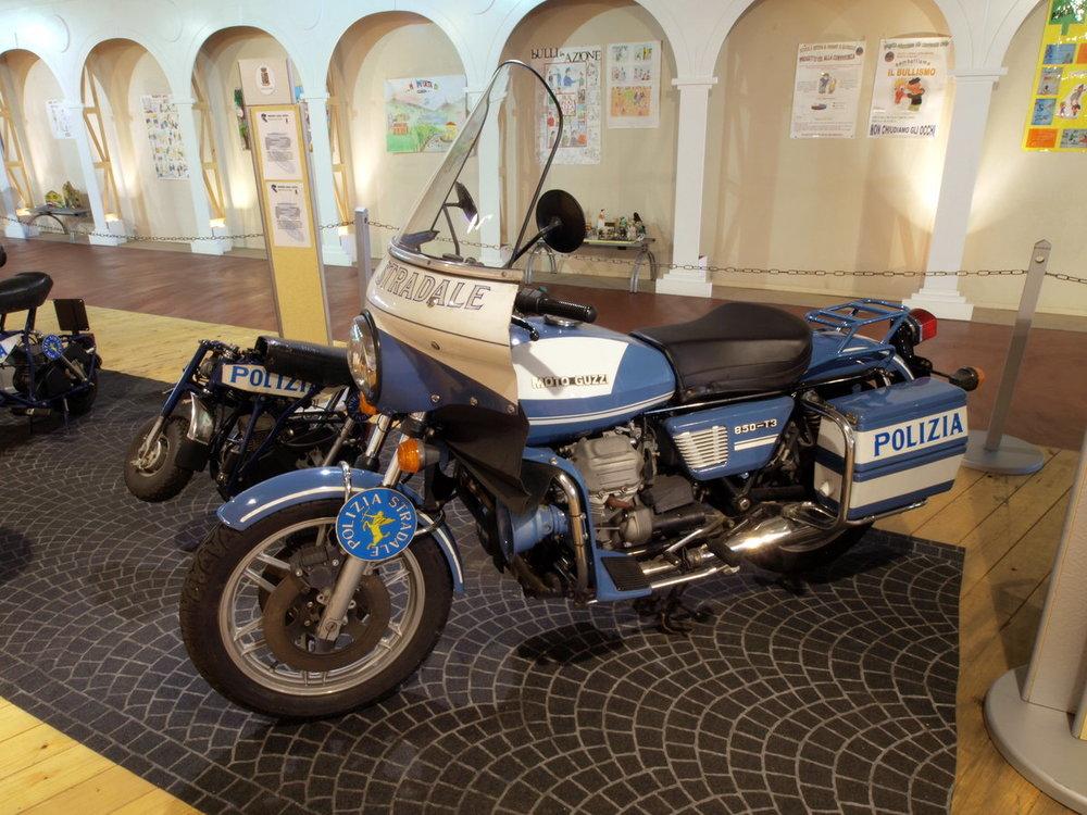 Polizia_Stradala_Moto_Guzzi_850-T3_photo.jpg