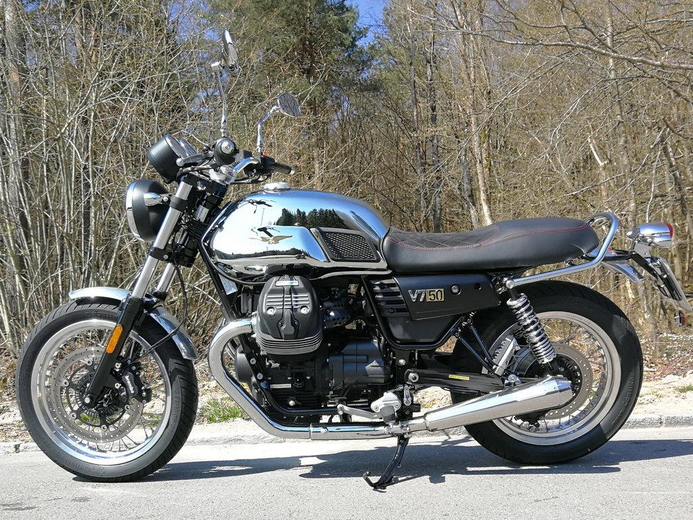 Moto Guzzi V7 III Anniversario_1.jpg